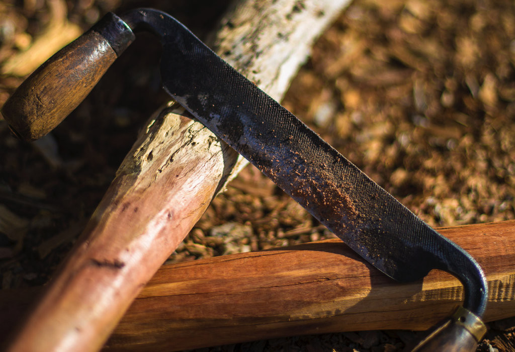 Using a drawknife to transform old branches into beautiful timber. Photos by Oliver Holmgren